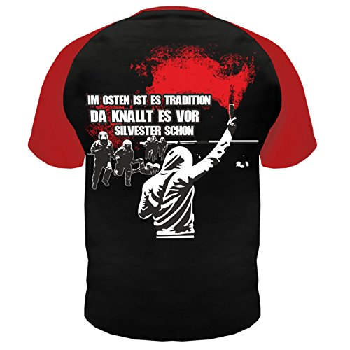 Männer und Herren T-Shirt Im Osten ist es Tradition da knallt es vor Silvester schon (mit Rückendruck) Rot/Schwarz