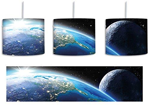 Die Erde und ihr Mond aus dem All Schwarz/Weiß inkl. Lampenfassung E27, Lampe mit Motivdruck, tolle Deckenlampe, Hängelampe, Pendelleuchte - Durchmesser 30cm - Dekoration mit Licht ideal für Wohnzimmer, Kinderzimmer, Schlafzimmer