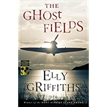 The Ghost Fields (Ruth Galloway Mysteries) by Elly Griffiths (2015-05-19)