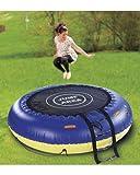 L'estate sta arrivando: divertimento assicurato con questo trampolino 4 in 1 per piscina o giardino. 4 funzioni in un solo oggetto: in acqua può essere usato come trampolino per il salto o isolotto per rilassarsi e prendere il sole, in giardi...