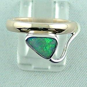 Designer Goldring mit Semi Black Opal in einer Sterling Silber Fassung