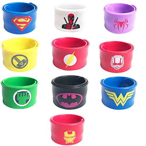 Küssen Mädchen Kostüm - 10 Stücke Superhero Slap Bands für Kinder Jungen & Mädchen Geburtstag Party Supplies Gefälligkeiten, Superhelden Slap Armbänder Partei Enthält Superman, Spider-Man, Iron Man