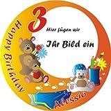 Lustiger Tortenaufleger rund für Überraschung zum Kleinkindergeburtstag, eine Fototorte mit dem Foto Ihres Kindes +Alter +Name und der Aufschrift HAPPY BIRTHDAY, mit niedlichen Teddybären-Motiven