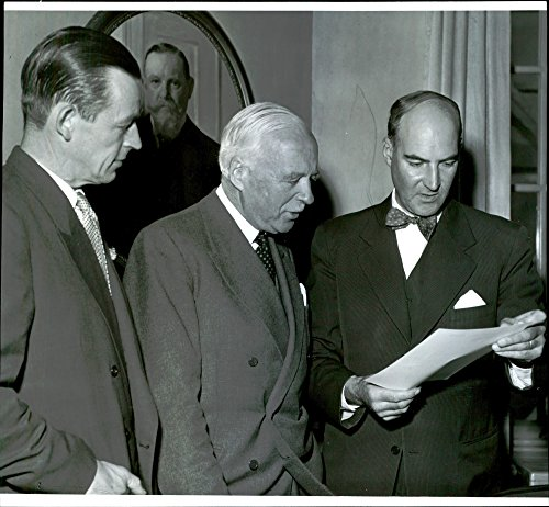 vintage-photo-of-delegates-in-conversation-at-the-swedish-wallboard-association-meeting