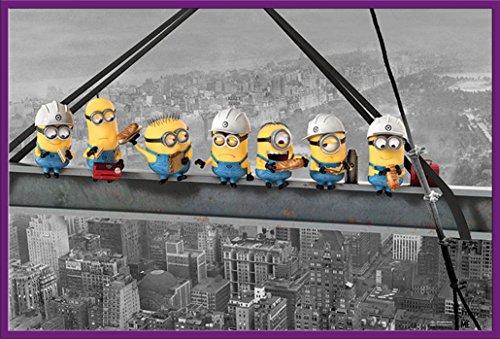 empireposter Despicable Me - Minions Lunch on a Skyscraper - einfach unverbesserlich Poster - Größe 91,5x61 cm + Wechselrahmen, Shinsuke® Maxi Kunststoff Lila, Acryl-Scheibe (Große Lila Minion)