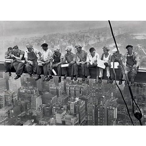 Almuerzo en la cima de un rascacielos. Es un Poster GIGANTE PLASTIFICADO de la fotografía histórica de los años 30, tomada durante la construcción de un rascacielos en Nueva York. Medida aprox. 140 x 100 cm.