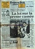 FRANCE SOIR [No 12492] du 12/10/1984 - LA LOI SUR LA PRESSE CASSEE - LE PROJET MAUROY - FILLIOUD -ENCORE UN POLICIER ABATTU / JOSEPH LEON -TF1 LA CHAINE QU'ON ABAT PAR BARET -STATISTIQUES ET GABATELLE PAR BOUVARD -LES SPORTS / BOSSIS - BATTISTON -TELE AVEC HALLYDAY -CINEMA / THIERRY LHERMITTE / GERARD JUGNOT ET MICHEL SERRAULT...