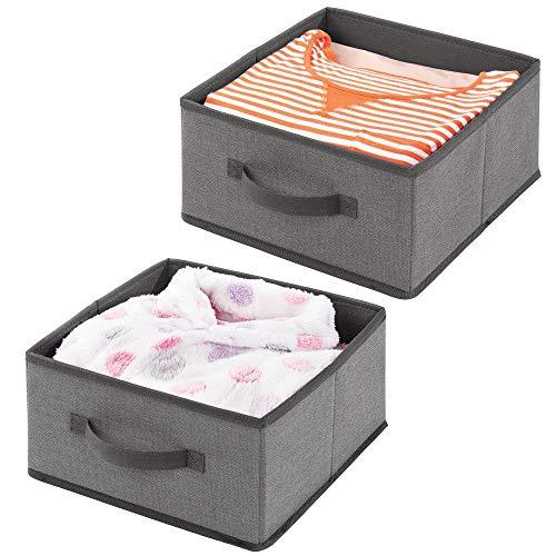 mDesign 2er-Set Aufbewahrungsbox aus Kunstfaser - für Ordnung im Kleiderschrank - Stoffkiste mit Griff und offener Oberseite für Kleidung, Decken, Accessoires und mehr - dunkelgrau -