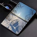 Custodia iPad (9,7 Pollici, 2018/2017 Modello, 6/5 Generazione) Ultra Sottile Smart Cover,Inverno, natura innevata con vecchio ponte di legno sul lago ghiaccia ,supporto Auto Svegliati/Sonno funzione