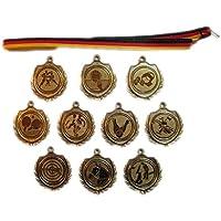 10 kleine Handball-Medaillen mit Bändern und 3 Handball-Anstecknadeln.