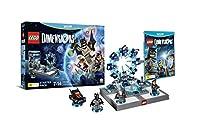 Il Pacchetto Iniziale di LEGO® DimensionsTM è tutto ciò di cui hanno bisogno i giocatori per iniziare una missione fantastica. Il Pacchetto Iniziale di LEGO Dimensions include: Videogioco LEGO® DimensionsTM LEGO® Toy Pad Mattoncini per costruire il L...