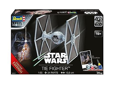 Revell Modellbausatz Star Wars TIE Fighter - Jubiläumsset 40 Jahre Star Wars im Maßstab 1:65, Level 3, originalgetreue Nachbildung mit vielen Details, Geschenkset mit Basiszubehör und Poster, 06051