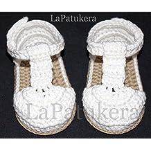 Patucos Sandalias modelo bombón para bebé de crochet, de color blanco y cámel, 100