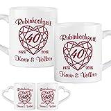 Tassen-Set zur Rubinhochzeit: zwei Keramikbecher im Set mit Namen und Jahreszahlen personalisiert – romantische Kaffeebecher mit Herzhenkeln