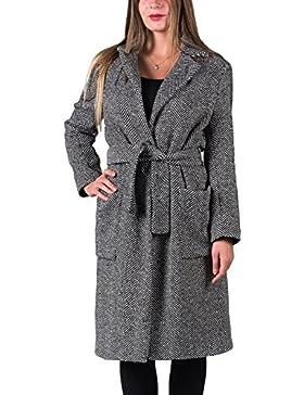 """Emanuela. Abrigo largo, patrón original de espiguilla, estilo """"trench"""", silueta """"oversize"""" . Color blanco y negro."""