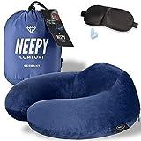 NEEPY Reisekissen Memory Foam| ideales Nackenhörnchen fürs Flugzeug, Auto usw. / doppelter Hygieneschutz dank extra Bezug / + Schlafbrille und Ohrstöpsel / extrem flauschig