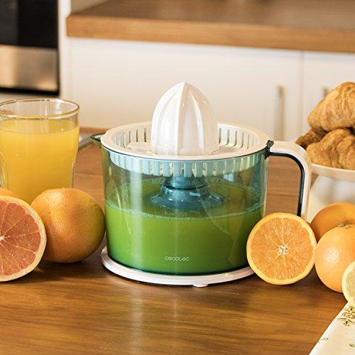 Exprimidor eléctrico para naranjas y cítricos de 40 W. Tambor de 1 litro BPA Free. Doble sentido de giro  doble cono y cubierta antipolvo. ZitrusEasy Basic de Cecotec.