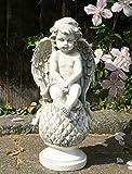 MUK Große Sitzender Cherub Engel auf Kugel Garten Statue Skulptur Gedenk Stein Effekt