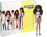 Creatable World Figura Unisex, muñeco articulado, pelucas castañas con rizos y accesorios (Mattel GGT68)