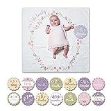 Lulujo Baby-Decke Swaddle mit 14 Monats-Karten Baby-Karten zum Fotografieren und festhalten der ersten Entwicklungsschritte Ihres Babys im ersten Lebensjahr Motiv Isn't she lovely