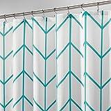 mDesign Duschvorhang aus Polyester – modernes Badzubehör für die Dusche – wasserabweisende Duschgardine im Fischgrätenmuster – 180 x 180 cm – blaugrün und weiss