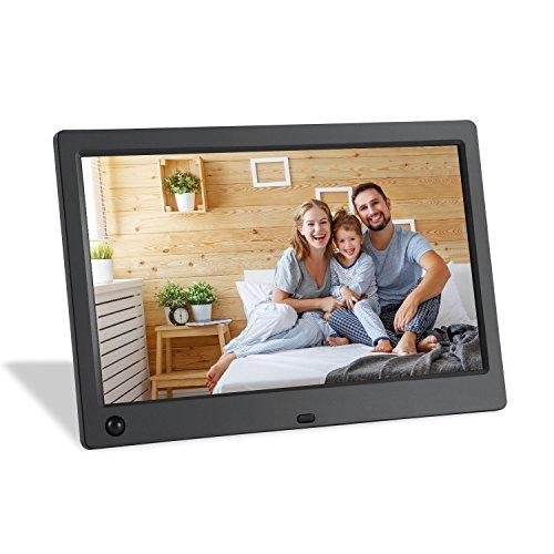 Wasserstein 10-Zoll digitaler Bilderrahmen mit Bewegungssensor (25,4 cm / 10 zoll Bildschirmdiagonale), 1024 x 600 hochauflösendes Breitbild-LCD Foto- und Video- Rahmen mit 720p HD-Videowiedergabe sowie Kalender- und Uhrfunktion