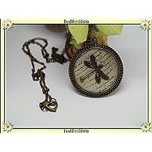 Collier rétro résine Ecritures blanc beige sepia Libellule estampe laiton bronze chaine boule fermoir coeur 32mm