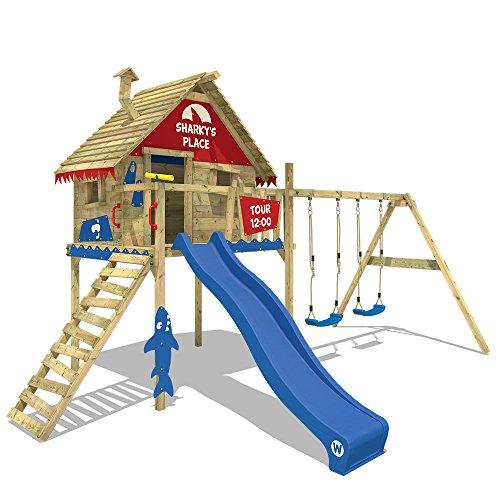 WICKEY Casa sobre pilares Smart Sky Parque infantil Torre del juego de madera con columpio doble, techo de madera y tobogán, tobogán azul + lona rojo-azul