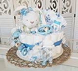 Windeltorte XXL - Spieluhr + Schnullerkette & Greifling mit Namen - Geschenk, Babyparty, Geburt oder Taufe + auf Wunsch, gratis Grußkärtchen (Junge, Hase mit Namen, Schnullerkette + Greifling, Spucktuch)