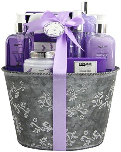 BRUBAKER Cosmetics Bade- und Dusch Set Lavendel Duft - 9-teiliges Geschenkset im Vintage Pflanzkübel -