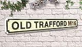Weird Or Wonderful Straßenschild Old Trafford, Retro-Stil, 80 cm, Schwarz/Weiß - Manchester United MUFC Red Devils Supporter Football Club Geschenk Pub Schuppen Mann Höhle Hängedekoration
