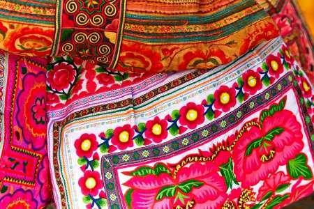 Feeling-at-home-KUNSTDRUCK-Mexiko,-Jalisco-Textilien-zum-Markt-Verkauf-cm38x59-POSTER-fuer-Rahmen