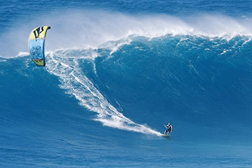 The Poster Corp MakenaStockMedia/Design Pics - Hawaii Maui Peahi Kitebaorder Rides A Large Wave at Peahi Also Know As Jaws. for Editorial Use Only. Photo Print (43,18 x 27,94 cm)