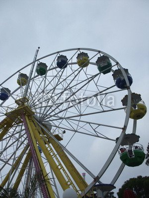 alu-dibond-bild-60-x-80-cm-ferris-wheel-over-blue-sky-at-ocean-park-hong-kong-bild-auf-alu-dibond