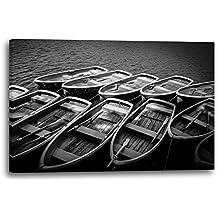 Paisaje Barcos solitario en el mar foto en blanco y negro, 80x60 cm, Impresión de la lona enmarcada en el marco de madera genuino y listo para colgar, impresión de la alta calidad hecha en Alemania.
