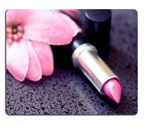 Liili mouse pad in gomma naturale Mousepad cosmetici rossetto shot accanto a un fiore rosa Image ID 12883956 - Lips Gomma