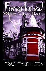 Foreclosed: A Mitzy Neuhaus Mystery by Traci Tyne Hilton (2010-02-01)