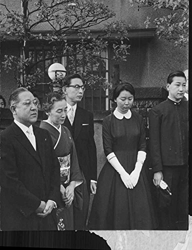 vintage-photo-of-japanese-people-mourning-and-are-sad-during-a-funeral-in-japan-1959
