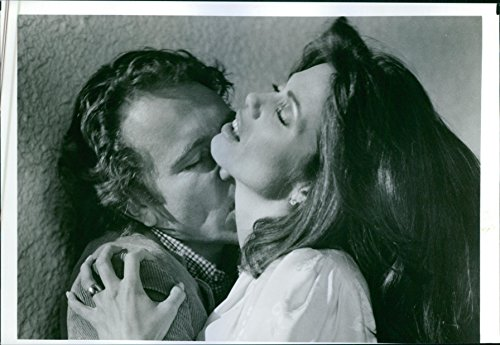 vintage-photo-of-craig-wasson-as-jake-scully-and-deborah-shelton-as-gloria-revelle-on-a-scene-from-t