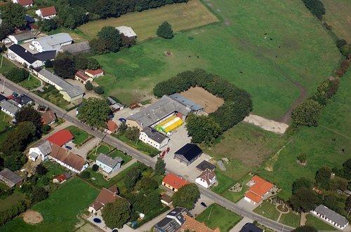 MF Matthias Friedel - Luftbildfotografie Luftbild von Vestergade in Bov (Sonderjylland), aufgenommen am 15.09.06 um 12:00 Uhr, Bildnummer: 4358-07, Auflösung: 4288x2848px = 12MP - Fotoabzug 50x75cm