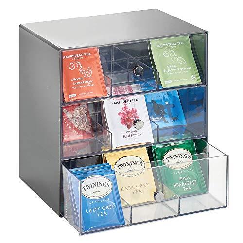 Bolsitas de té organizadas y a mano - Caja de almacenamiento de mDesign con 3 cajones      Esta práctica caja de plástico de mDesign es perfecta para guardar infusiones, cápsulas de café, bolsitas de azúcar y mucho más. Esta caja de almacenam...