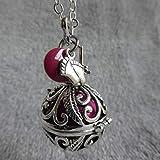 Bola de Grossesse avec chaine Budiarto, PERSONNALISABLE, cage argentée arabesques et feuilles, bille rose framboise, rond rouge grenat et petits pieds argentés