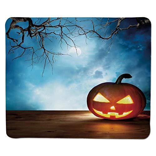 Mausunterlage Halloween, traditioneller Feier-Ikonen-Kürbis auf hölzernen Brett-Fantasie-Mitternachtshimmel-Bäumen, mehrfarbiger genähter Rand