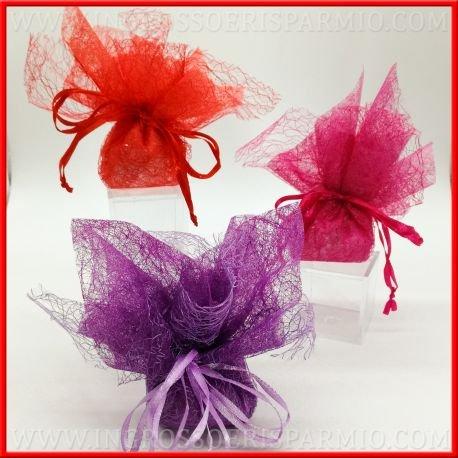 Sacchetto portaconfetti in tnt(tessuto non tessuto) decorati con fiori finti e strass in 3 colori completo di confetti in tinta- bomboniera nascita,battesimo,comunione,laurea,matrimonio,compleanno (kit 50 pz)