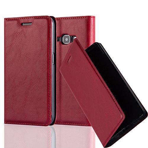 Cadorabo Hülle für Samsung Galaxy J1 2016 (6) - Hülle in Apfel ROT – Handyhülle mit Magnetverschluss, Standfunktion und Kartenfach - Case Cover Schutzhülle Etui Tasche Book Klapp Style