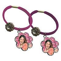 Braccialetto di Violetta a fascia elastica con ciondolo a fiore, disponibile nei colori rosa o viola.