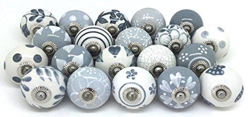 12Türknäufe in grau & weiß, handbemalte Keramik-Knäufe, Schrank-Griffe, Schubladen-Griffe von Zoyas.