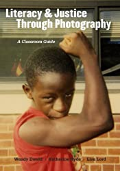 Literacy and Justice Through Photography: A Classroom Guide (Teachers College Press: Language & Literacy) by Wendy Ewald (2011-12-30)