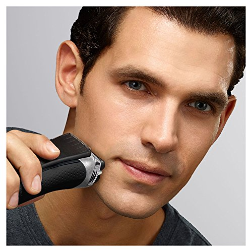 Braun Series 3 3090 Men's Electric Foil Shaver with Clean and Charge Station, Rechargeable and Cordless Razor
