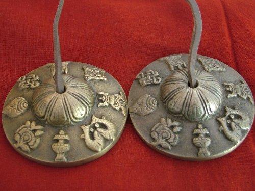 Tamaño grande budistas tibetanos Astamangala campanas de mano en cordón de piel; 7.2cmm de diámetro, diseño con el símbolo de Happiness joya 8
